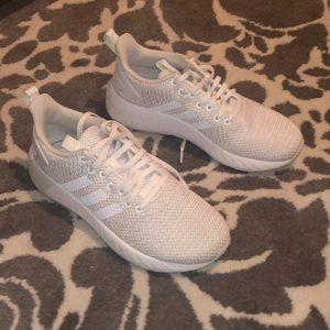 Adidas tennis shoes size 6